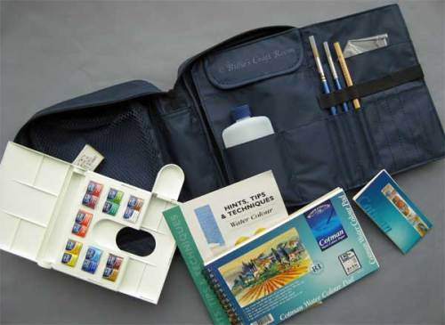 Content of Winsor & Newton Cotman Travel Bag