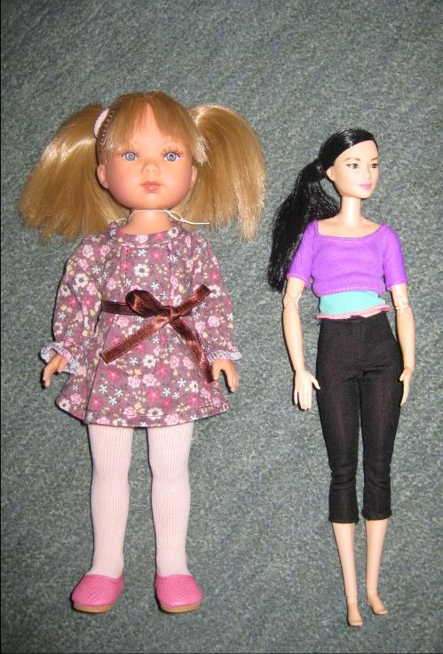 Vestida de Azul Carlotta next to Made to Move Barbie